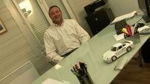 On baise la secrétaire d'un patron de PME à même son bureau! | Part 2