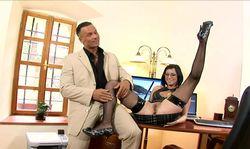 Sa secrétaire est une salope
