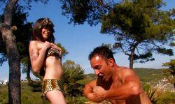 Baise sauvage à la plage entre Tarzan et Jane