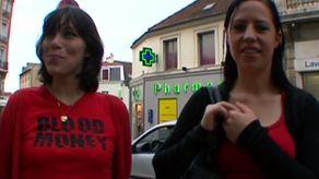 Salopes: 2 VRAIES soeurs acceptent de baiser main dans la main pour la 1ère fois | Part 3